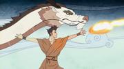 Wan practica la danza del Dragón danzarín con el dragón blanco