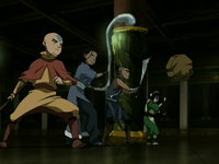 Team Avatar threatens the Earth King