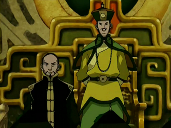 File:Long Feng standing beside Earth King.png