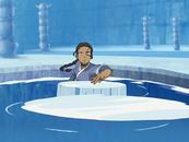 Katara lanzando discos de hielo