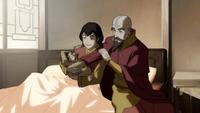 Pema con Tenzin después de dar a luz a Rohan