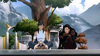 Asami vigilando a Korra