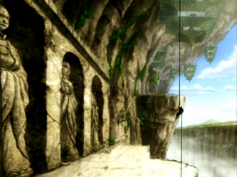 File:Wall of statues.png