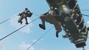 Policías de Metal Control saltando de una aeronave