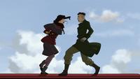 Asami contra un miembro del ejército del Imperio Tierra