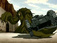 Huu como el Monstruo del Pantano agarra un tanque en la invasión