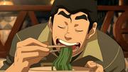 Bolin comiendo fideos de algas