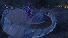 Tonraq taistelee pimeää henkeä vastaan