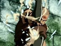 El Hombre Combustión bloqueando el carámbano