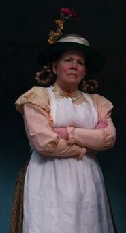Betsy Baker as Quadling Woman