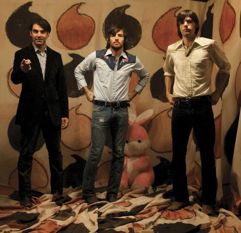 File:Avett Brothers trio in front of teardrops.jpg