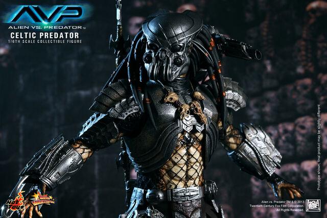 File:Hot-Toys-Alien-vs.-Predator-Celtic-Predator-Collectible-Figure-9.jpg