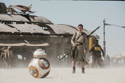 Rey and BB-8 - Jakku marketplace