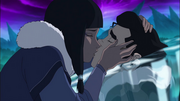Eska kisses Bolin