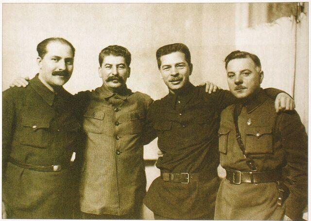 Файл:Каганович Сталин Постышев Ворошилов.jpg