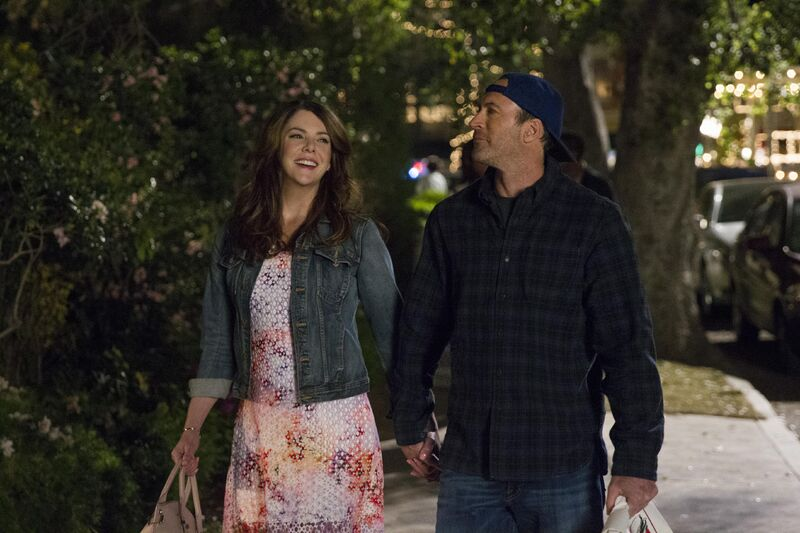 gilmore-girls-a-year-in-the-life lorelai and luke holding hands