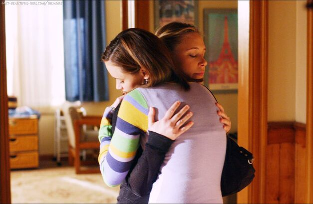 paris and rory hug gilmore girls