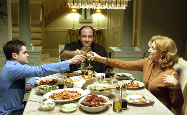 sopranos-family-dinner-cheers