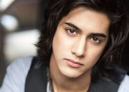 Avan-jogia-photo-8