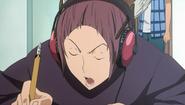 Eiji w słuchawkach
