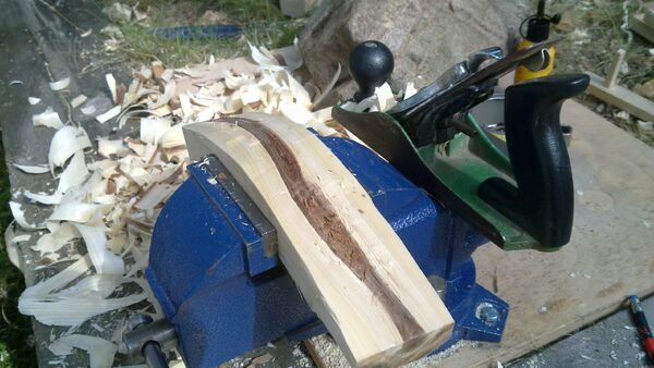 Making the crescent-shaped piece - 05