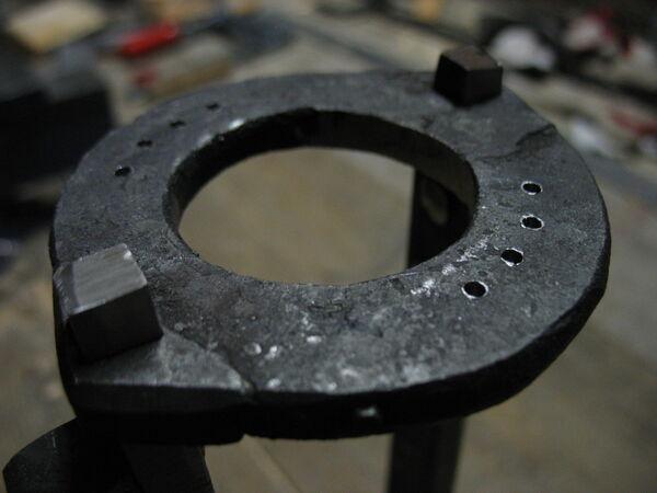 Riveting field frame bars to rings - 04