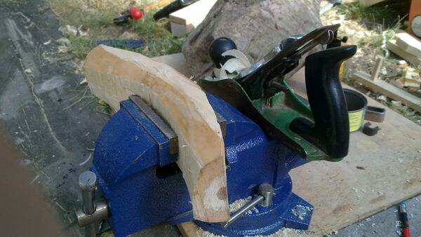 Making the crescent-shaped piece - 04