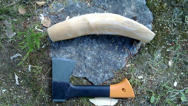 Making the crescent-shaped piece - 02