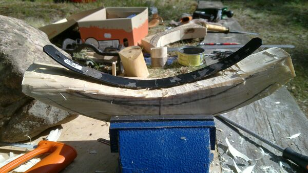 Making the crescent-shaped piece - 06