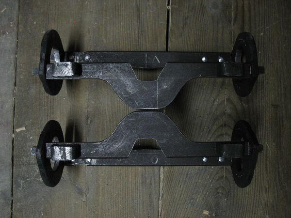 Riveting field frame bars to rings - 06