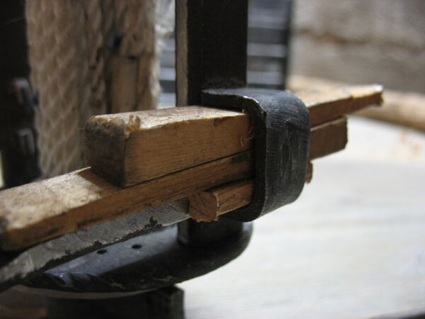 Wooden shims under wedges in pi-brackets - 01