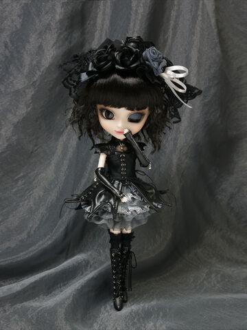 File:Pullip Gothic Lolita Yuki-chan gallery 1.jpg