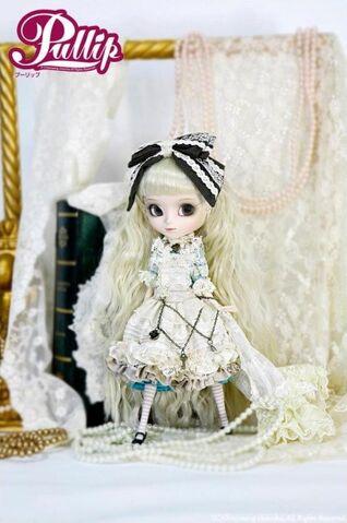 File:398px-Pullip Romantic Alice gallery 1.jpg