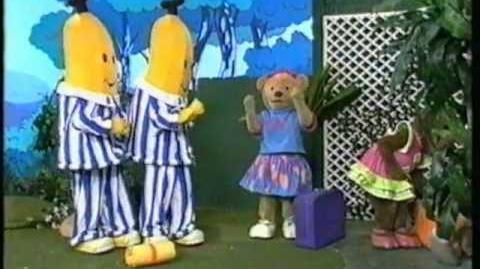 Bananas in Pyjamas - Happy Holiday