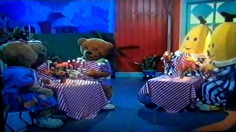 Bananas in Pyjamas Cafe Rat -
