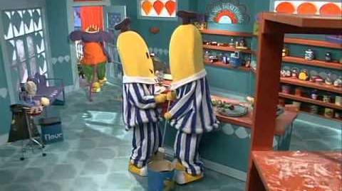 Bananas in Pyjamas - Rat Clean