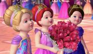 Gina und ihre Schwestern mit Rosenstrauß