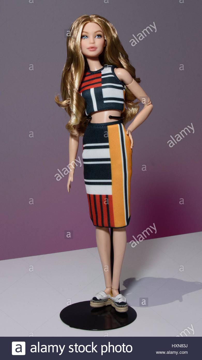 be695d2fdd0fc Gigi Hadid Barbie Doll 8