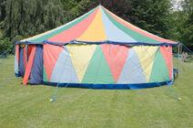 Cyrkowy-ma-y-namiot-25120498