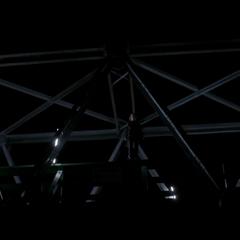 Брэдли собирается спрыгнуть с моста