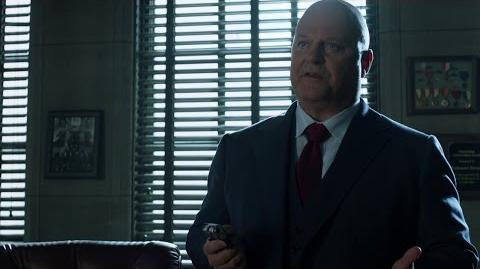 Barnes atrapa a Gordon en su oficina.