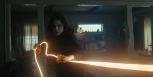 Titans - Donna detiene a Kory