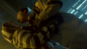 Gotham - Selina apuñala a Jeremiah