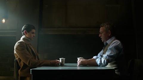 Alfred intenta que Bruce entre en razón.