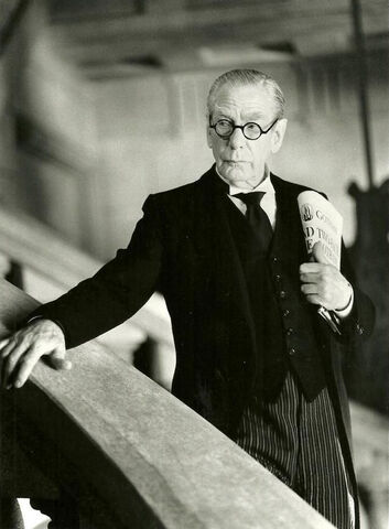 File:Alfred Pennyworth in Batman Forever.jpg