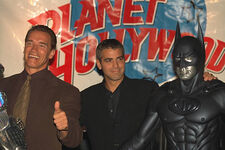 Clooney Planet Hollywood3
