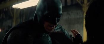 Batman acaba con los mercenarios