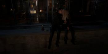 Batwoman - Kate y Julia se besan