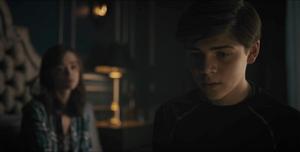 Titans - Dick le cuenta a Donna sobre el Guasón