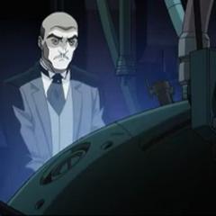Alfred prepara la armadura.